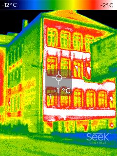 Zdjęcie termowizyjne budynku zcegły